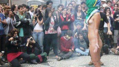 Mulher protesta pelada em São Paulo